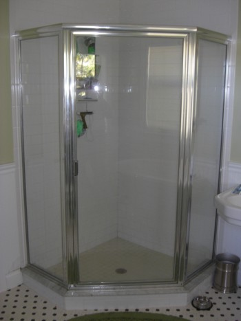 This Corner Shower Looks Like Itu0027s Cramped, But There Is Plenty Of Room So  You