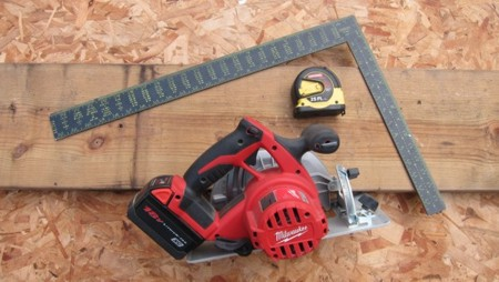 A simple framing square, circular saw and a tape measure are just about all you need to make perfect angled roof rafter cuts. PHOTO CREDIT:  Tim Carter