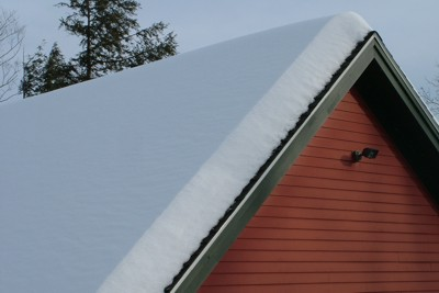 The snow is deep across the entire roof. As winter progresses, the snow compacts and gets heavier. PHOTO CREDIT: Tim Carter